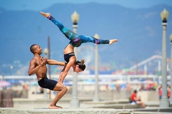 Yoga Übungen zu zweit Akro Yoga für Fortgeschrittene