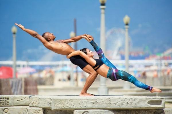 Yoga Übungen zu zweit Akro Yoga