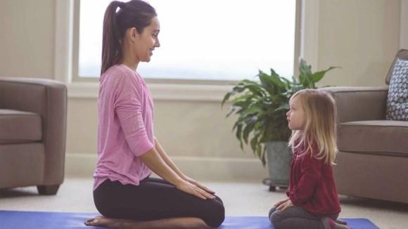 Yoga Atemübungen für Kinder Mutter Kinderyoga Übungen