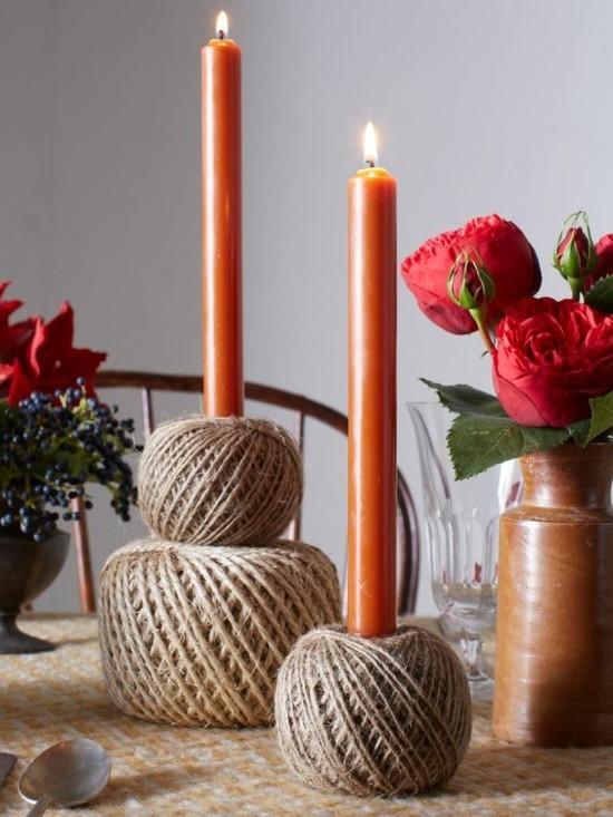 diy sommerliche tischdeko ideen mit jute und roten kerzen