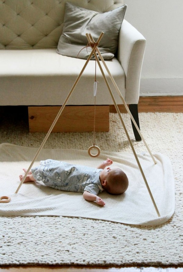 diy spielbogen für baby aus holz