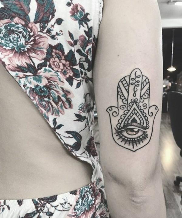 einfaches hamsa tattoo mit auge