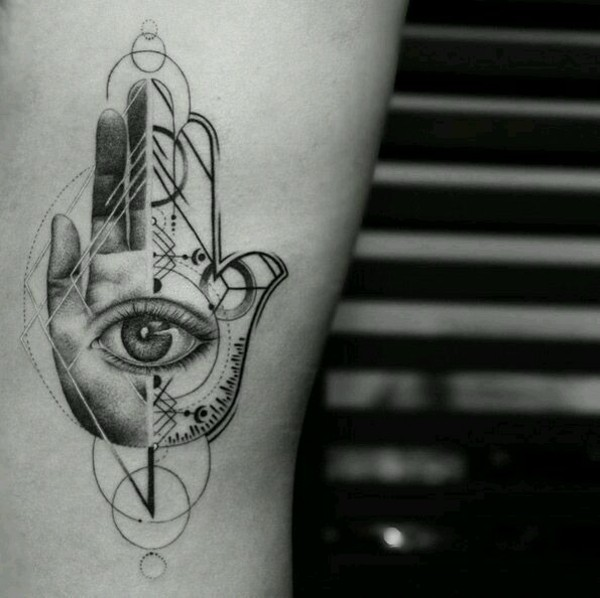 geometrisches hamsa tattoo