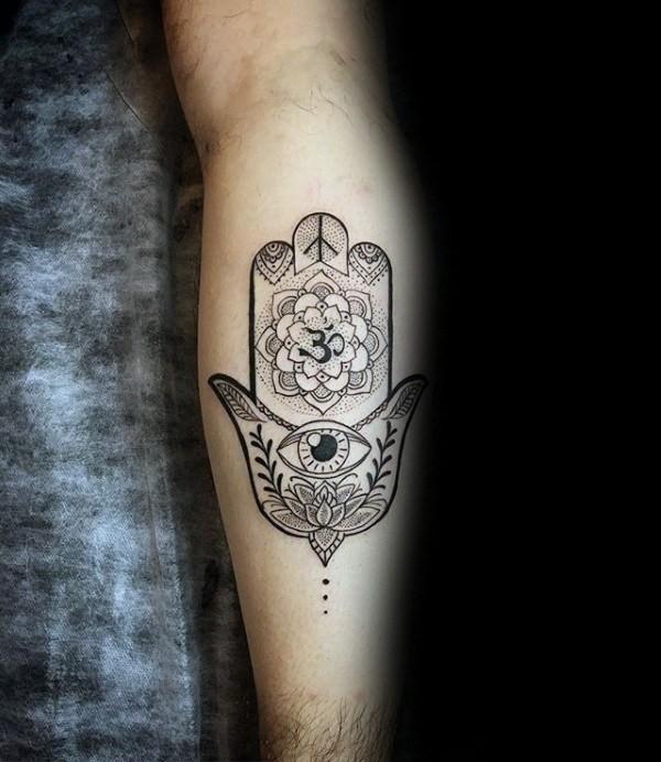 hamsa tattoo mit om symbol