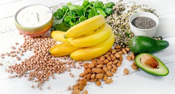 magnesiumhaltige lebensmittel samen nüsse avocado bananen