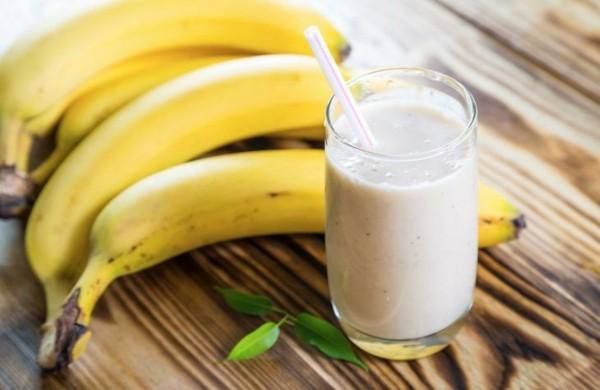 magnesiumhaltige lebensmittel yoghurt und bananen