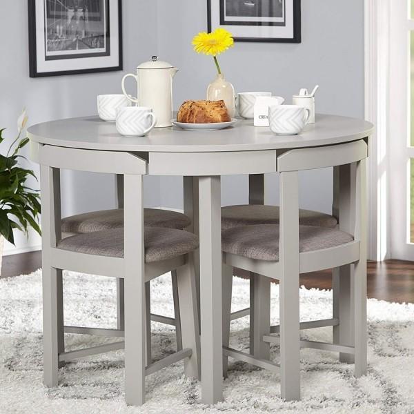 platzsparend tisch mit tollen stuehlen