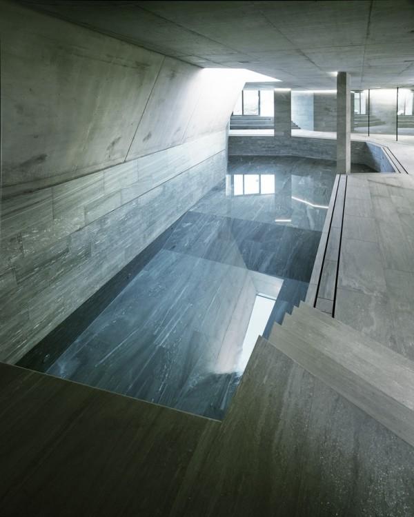 pool im haus in einem steinhaus