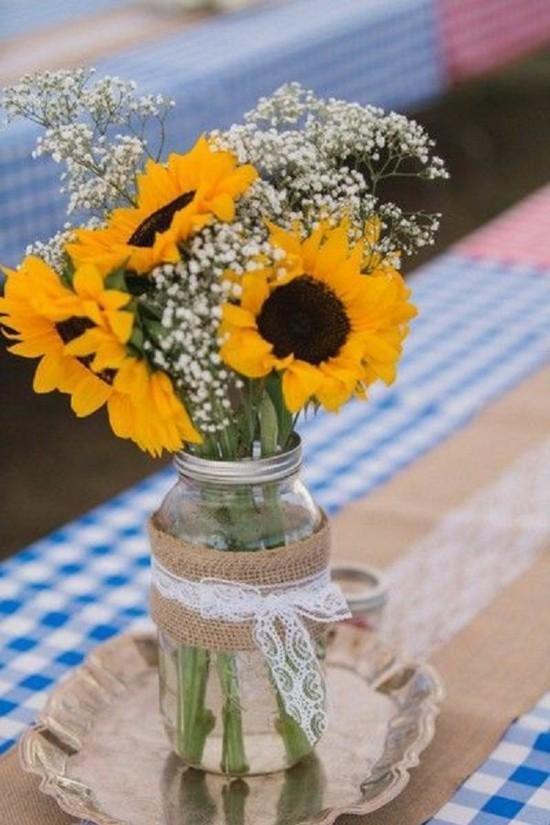 rustikale sommerliche tischdeko ideen mit sonnenblumen