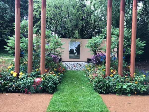 säulen und tolle Gartengestaltung