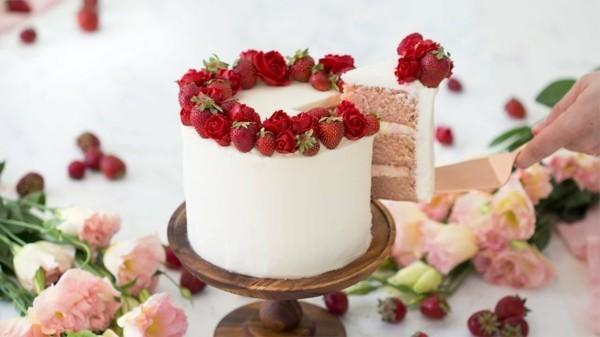 sommerlicher kuchen layer cake mit erdbeeren