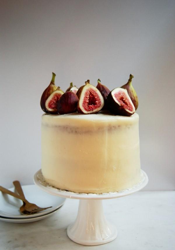 sommerlicher kuchen mit ziegenfrischkäse honig und feigen
