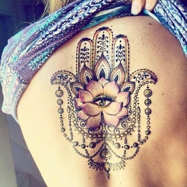 umwerfendes hamsa tattoo rücken