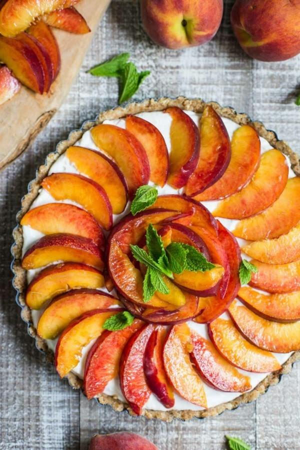 veganer sommerlicher kuchen mit pfirsichen