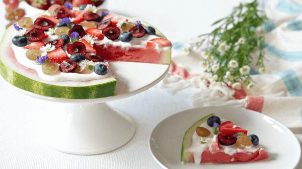 wassermelone rezepte ausgefallene pizza mit früchten und blüten