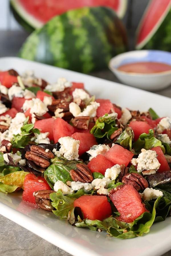 wassermelonen feta salat mit pekannüssen