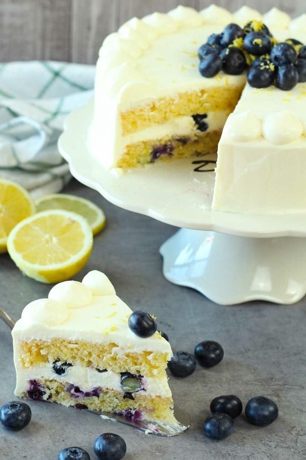 zitronen sommerlicher kuchen mit blaubeeren