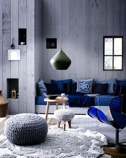 Akzentwand moderne Wandgestaltung Holz in Graublau an die Einrichtung angepasst