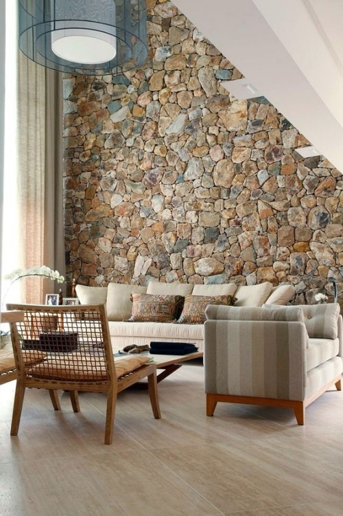 Akzentwand moderne Wandgestaltung Steinwand unter der Schräge Wohnzimmer eyecatching