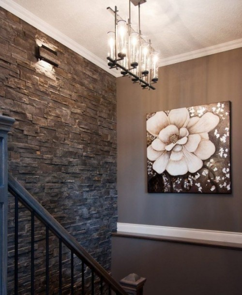 Akzentwand moderne Wandgestaltung dunkelgraue Steinwand Flur gut durchdachte Beleuchtung Bild