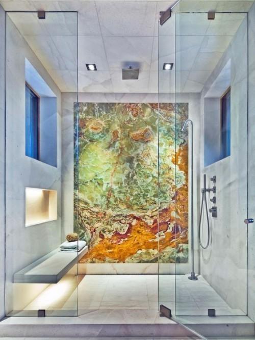 Akzentwand moderne Wandgestaltung minimalistisches Baddesign eyecatching Marmorwand