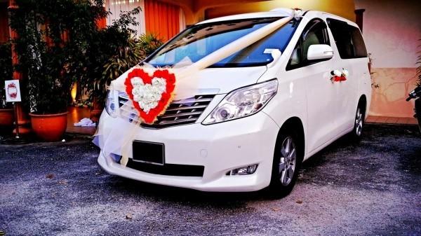 Autoschmuck Hochzeit Herz aus Blumen