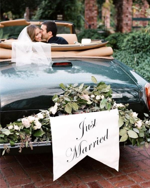 Autoschmuck Hochzeit aus tollen grünen Pflanze