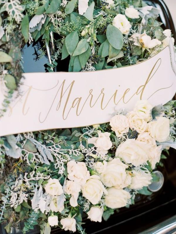 Autoschmuck Hochzeit - grün weiße Blumen