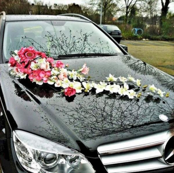 Autoschmuck Hochzeit länglicher Blumenstrauss