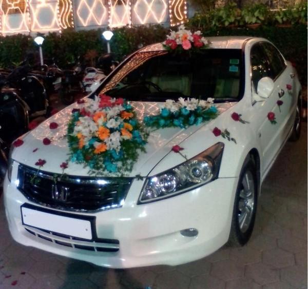 Autoschmuck Hochzeit - mehrere verschiedene Blüten