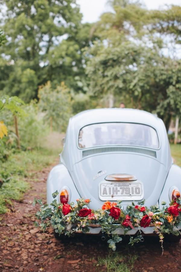 Autoschmuck Hochzeit - mitten auf der Wiese