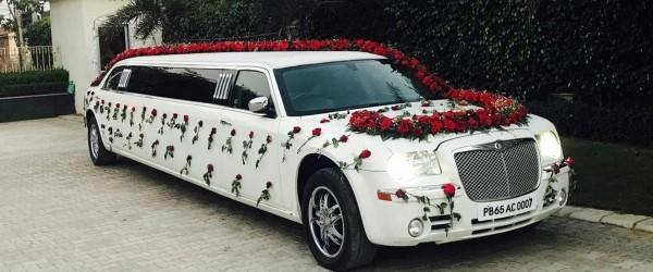 Autoschmuck Hochzeit rote Rosen