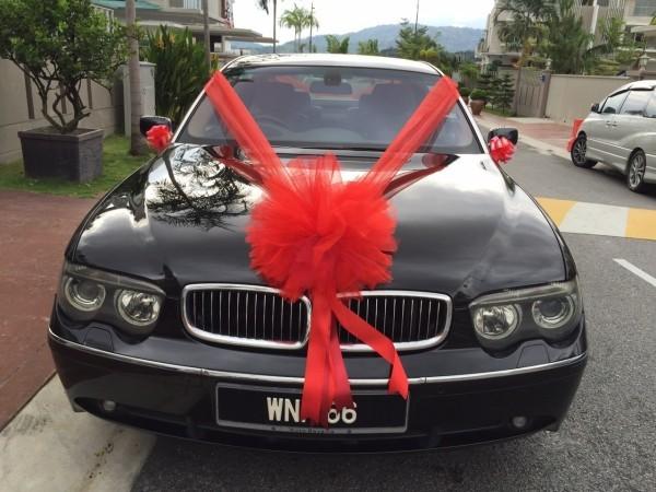 Autoschmuck Hochzeit scharz roter Kontrast