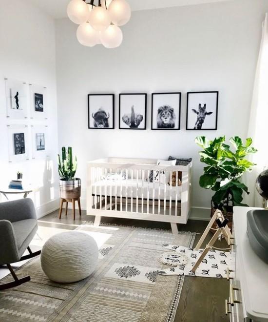 Babyzimmer Deko Ideen Tiere Wandbilder grüne Pflanzen grau dominiert Sessel Hocker