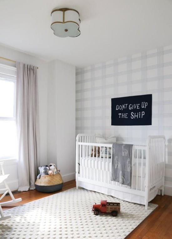 Babyzimmer Deko Ideen heller weiter Raum Bett wenig Deko stilvoll aussehend