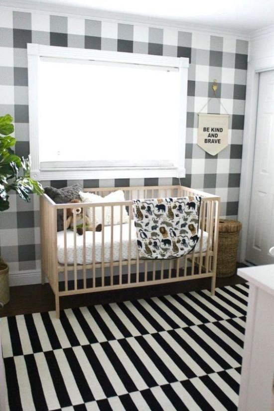 Babyzimmer Deko Ideen schottische Muster ziehen den Blick an weißes Bett großes Fenster