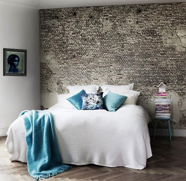 Backsteinwand im Schlafzimmer Zweifel Imitation oder Original grau mit silberfarbenem Glitzer