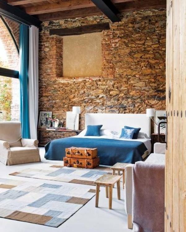 Backsteinwand im Schlafzimmer moderne Gestaltung modernes Schlafbett Steinwand