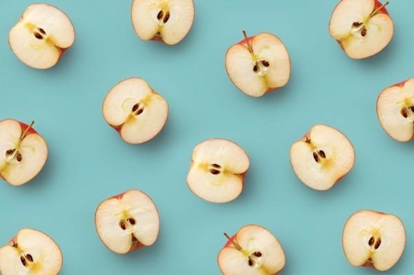 Ballaststoffreiche Lebensmittel Äpfel halbiert