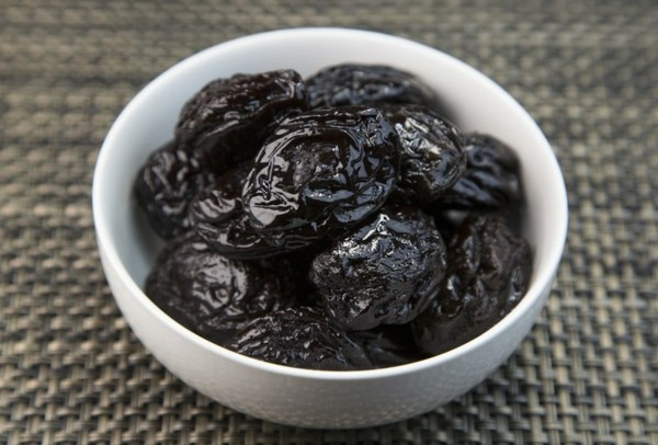 Ballaststoffreiche Lebensmittel Liste getrocknete Pflaumen