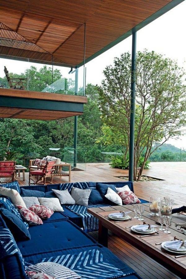Blaue Möbel auf einer Traumhaus - Veranda