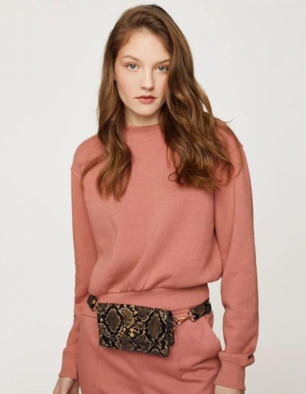 Der Damen Sweatshirt Trend bleibt auch 2019 stark elengant und weiblich in rosa