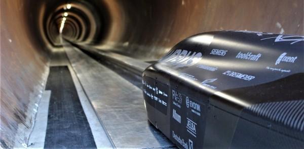 Deutsches Team gewinnt zum vierten Mal SpaceX Hyperloop Pod Rennen kapsel pod in der tunnel