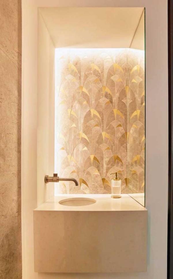 Elfenbein - Dekoration im Bad und Spiegel