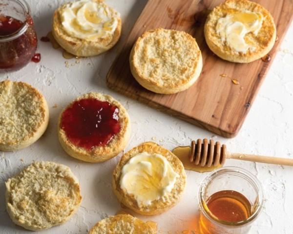 Englische Muffins selber backen Rezept Honig Marmelade