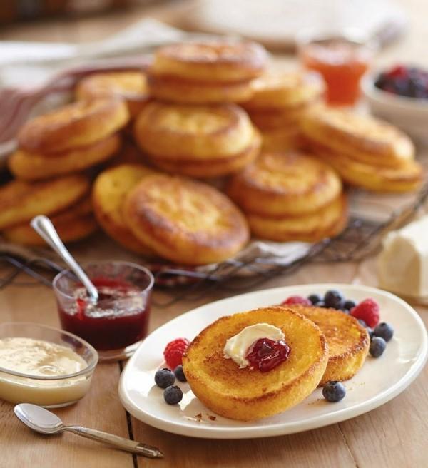 Englische Muffins selber backen Rezept gesunde Frühstücksideen Butter Marmelade
