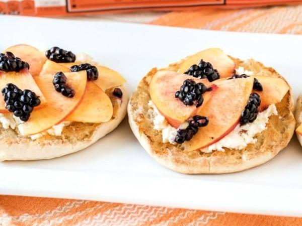 Englische Muffins selber backen Rezept gesunde Frühstücksideen Obst