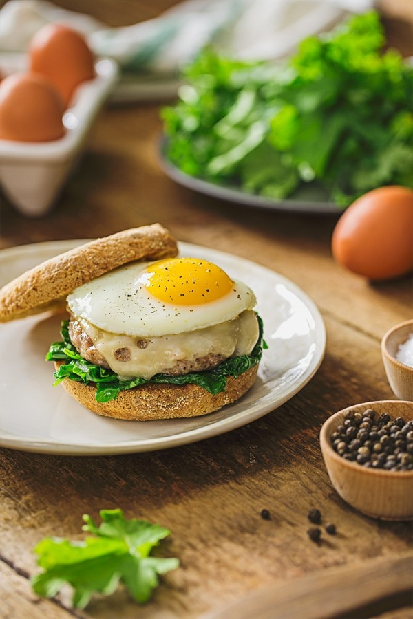 Englische Muffins selber backen Rezept gesunde Frühstücksideen Spiegelei
