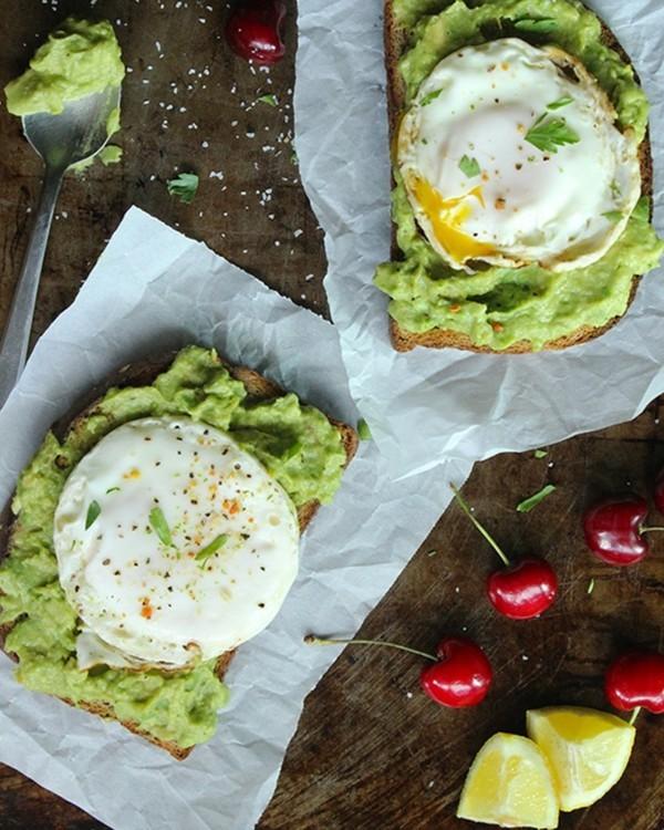Gesunde Frühstücksideen für Kinder Avocado Toastbrot Ei