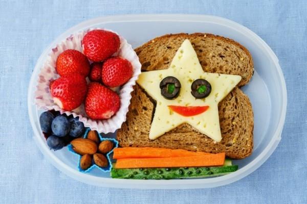 Gesunde Frühstücksideen für Kinder Brötchen zum Mitnehmen Käse Stern